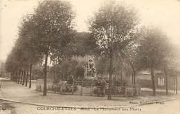 Dpts Div.-ref-AK611- Nord - Courchelettes - Le Monument Aux Morts Et La Place - Monuments Aux Morts Guerre 1914-18 - Autres Communes