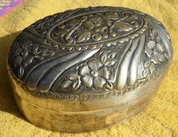 ANTIEK METALEN SNOEPDOOS ANCIENNE BONBONNIERE En Métal Argenté ANTIQUE OLD CANDY BOX Bonbondoos Doos Boite Bonbon Z696 - Autres Collections