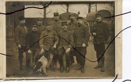 CARTE PHOTO. CPA. D91. Juvisy. Soldats Qui Posent Pour La Photo 14 Novembre 1914 . Chien Et Camions - Photographs