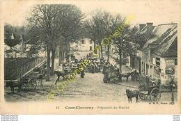 41.  COUR CHEVERNY .  Préparatifs Du Marché  .  CPA Animée . - Autres Communes