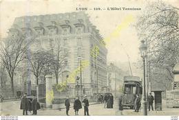 69.  LYON .  Hôtel Terminus .  CPA Animée . - Lyon