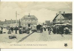 62 - ETAPLES / PLACE DE L'HOTEL DE VILLE Jour De Marché - Etaples