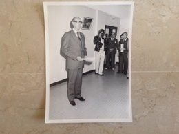 Photo De Valery Giscard D'Estaing Format 18x13 - Beroemde Personen
