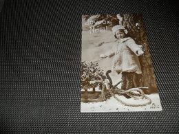 Enfant ( 2836 )  Kind  Fillette  Traîneau  Slede  Slee  Luge - Autres