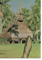 PNG - Haus Tambaran With Sacred Stone. East Sepik Province. Used In USA. A-592 - Postcards