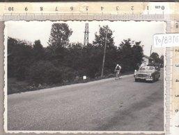 PO8316D# FOTOGRAFIA CICLISMO - GIRO D'ITALIA 1957 - PASSAGGIO CICLISTI CHIVASSO - Ciclismo