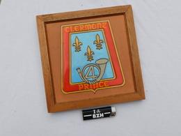 4°  REGIMENT DE CHASSEURS - CLERMONT PRINCE  - BELLE PLAQUE TERRE CUITE - Uniformes