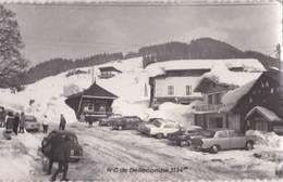CPSM  :  Notre Dame De Bellecombe (73) Rare  Une Rue L'hiver 1134 M  Nombreuses Voitures Renault Dauphine Fregate - Autres Communes
