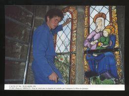 Plouarzel (29) : Pose De Vitrail Dans La Chapelle De Lanhalla Par L'entreprise Le Bihan De Quimper - Frankreich