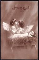 CARTE PHOTO MONTAGE SURREALISME - JOLIE BEBE ET LES ANGES FILLETTES QUI S'EMBRASSENT- ANGE - ANGEL - FILLETTE - BABY - Anges