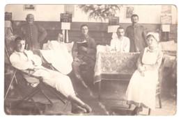 CARTE PHOTO SOLDAT ALLEMAND A L'INFIRMERIE 14-18 - Unclassified