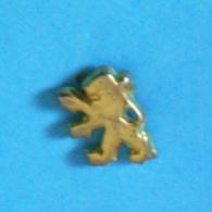 1 PIN'S //  ** LION PEUGEOT / DORÉ ** - Peugeot