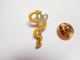 Beau Pin's En EGF , Médical , Panseuse , Caducée , Ciseaux - Geneeskunde