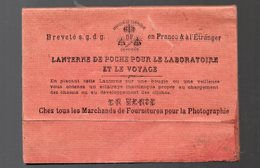 (photo) Lanterne De Poche Pour Le Laboratoire Et Le Voyage  (en Carton) (PPP111093) - Photographie