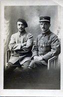 Carte Photo De Deux Officiers Francais Dont Un Décorer  Photo Prise A Chambery-Annecy - Guerre, Militaire