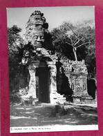 Grande PHOTO 23 X 16 Cm Des Années 1950...ANGKOR TOM. Porte De La Victoire.. VIET-NAM, INDOCHINE à Localiser - Places