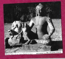 Grande PHOTO Des Années 1950...ANGKOR TOM. Le Roi Lépreux. YACOVARMAN Vers 889-910.. VIET-NAM, INDOCHINE à Localiser - Places
