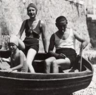 Menton Garavan 1932 - 7 Aout  Plage Barque Pin Up Maillot De Bain Photo - Lieux