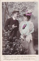 """CARTE FANTAISIE. COUPLE. SÉRIE COMPLÈTE DE 5 CARTES COLORISÉES """" LA FLEUR AU CORSAGE  """". ANNÉE 1906 - Couples"""