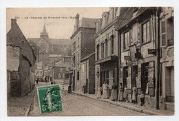 - CPA EU (76) - La Chaussée De Picardie Vers L'Eglise (avec Personnages) - - Eu