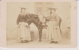 Femmes En Costume De Menton - Anciennes (Av. 1900)