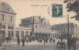 ¤¤    -   CHARLEVILLE   -   La Gare   -  Attelage De Chien (petit Plan)  -   ¤¤ - Charleville