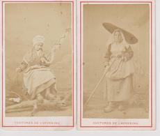 Deux Photos Femme En Costume De L'Auvergne - Photos