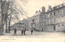 CHARLEVILLE - MEZIERES  - Place D'Arme  -  Hôtel De Ville Et Trésorerie Générale Des Ardennes - Charleville
