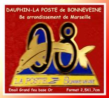 SUPER PIN'S POSTE -DAUPHIN : LA POSTE De BONNEVEINE Du 8em Arrondissement De Marseille Visuel DAUPHIN émail Grand Feu Or - Correo