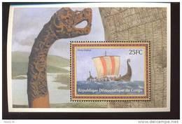 CONGO   1581  MINT NEVER HINGED SOUVENIR SHEET OF SHIPS  ; VIKING DRAKKAR - Boten