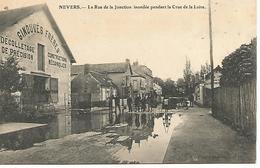 Col4/   58   Nevers     Rue De La Jonction    Inondée Pendant La Crue De La Loire   (animations) - Nevers