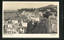 AK Funchal, Madeira, Blick Auf Strasse Mit Häuser Und Küste Mit Meer - Madeira