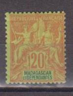 MADAGASCAR        N°  YVERT    34    NEUF AVEC  CHARNIERES      ( Ch 02/37 ) - Nuevos
