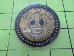 815c Pin's Pins / Beau Et Rare : THEME : MOTOS / PIN'S DE BIKER TETE DE MORT RIDE TO LIVE LIVE TO RIDE - Motos