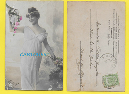 CPA Carte Fantaisie JEUNE FEMME Thème Mode - CHEVEUX COIFFURE NUISETTE Sur Décor Fleurs - 1904 - Artistes