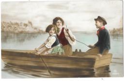 2 Children In A Small Boat, Colored - Portretten