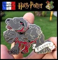 1 Broche NEUVE En Métal Pins Pin's ( Brooch ) - Harry Potter Touffu Fluffy - Cinéma