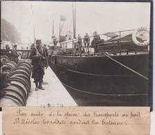 GRÈVE TRANSPORT PORT ST NICOLAS LES SOLDATS GARDENT LES BATEAUX   18*13CM Maurice-Louis BRANGER PARÍS (1874-1950) - Plaatsen