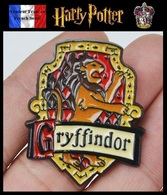S6b - 1 Pins Pin's NEUF En Métal ( Brooch ) - Harry Potter Gryffondor ( Gryffindor ) 4 Cm ! - Cinéma