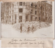 GRÈVE DU BATIMENT CHANTIER GARDE PAR LA POLICE  18*13CM Maurice-Louis BRANGER PARÍS (1874-1950) - Lugares