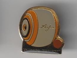 Pin's Boule De FORT -- Entraide BEAUFORT EN ANJOU ( Dép 49 ) - Pin's