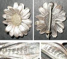 Rare Ancienne Broche En Laiton Argenté Embouti, Fleur, Tournesol, MELLER - Broches