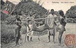Bénin Dahomey - Une Bonne Chasse - Panthère Portée. - Benin