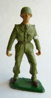 SOLDAT FIGURINE FIG STARLUX 1966 PARA CASQUE Brancardier 5020  ARMEE MODERNE Socle Vert Marqué En Creux (2) - Starlux