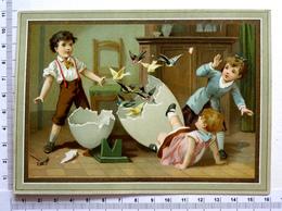 CHROMO  LITHOGRAPHIE..FORMAT CARTE POSTALE......ŒUF GÉANT CASSE PAR 3 ENFANTS....ENVOL D 'OISEAUX - Autres