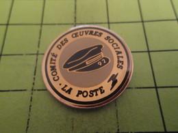 1418C Pin's Pins / Beau Et Rare : THEME : POSTES / CASQUETTE DE FACTEUR COMTE DES OEUVRES SOCIALES - Postes