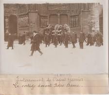 ENTERREMENT DE L'AGENT GARNIER LE CORTÈGE DEVANT NOTRE DAME PARIS 18*13CM Maurice-Louis BRANGER PARÍS (1874-1950) - Fotos