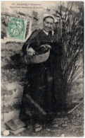 56 LE GACILLY - Type D'une Marchande De Poulets - Autres Communes