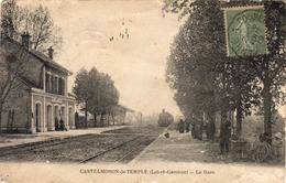 D47  CASTELMORON LE TEMPLE  La Gare  ....... Avec Train En Gare - Castelmoron