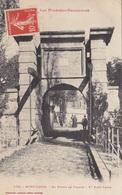 66. MONT LOUIS. CPA. ANIMATION. LA PORTE DE FRANCE .. ANNEE 1910 + TEXTE - Andere Gemeenten